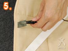 電磁波カットホットカーペット:コンセントのアース端子をワニ口クリップではさめば、アース完了