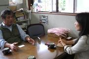 びわ種健康粒剤:川原社長と突撃隊長山下