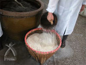 恒順香醋:もちごめを洗い、蒸しあげます