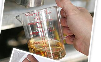 微生物が作り出す発酵液はクリアな液体に変化