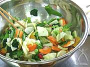 ボウルの中は『春野菜のマリネ』。シャキシャキしてとってもおいし〜☆