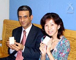 カサブ石鹸:左がガザール・イサーム