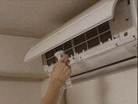 エアコン吸入口のフィルターをとる