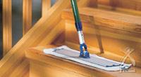 ACTドライモップを使えば階段の掃除も簡単です。