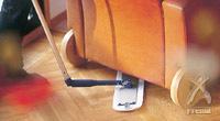 オプションの「エルゴベンド」という部品をお使いいただけば、ソファや椅子、ベッドなどの低い家具の下も、かがまずに掃除できます。