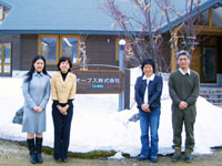オーブスの記憶水:岸社長・平松専務取締役とプレマスタッフ
