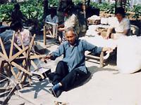 和紡布:手紡ぎ風景