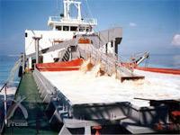センチュリアン:サンゴを採取する船