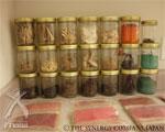 ピュアシナジー:シナジーカンパニー社研究室にある天然色豊か  な植物原材料